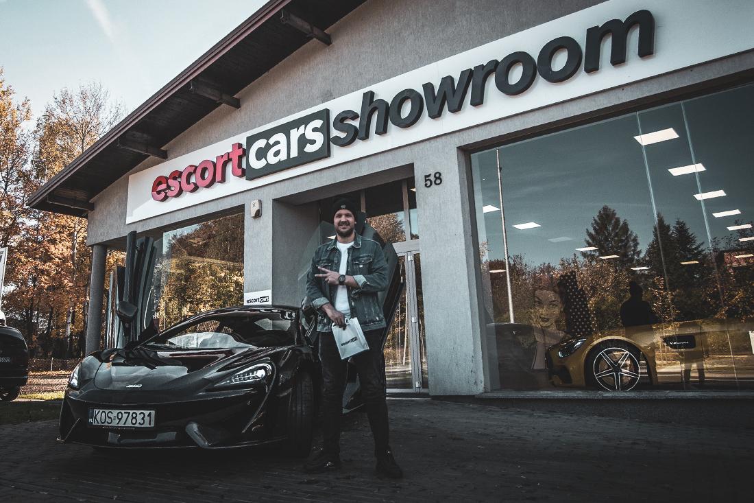Rafał Pacześ Escort Cars - Czarna Wołga x McLaren 570s